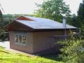 Giebel und Dach werden mit OSB-Platten verschalt